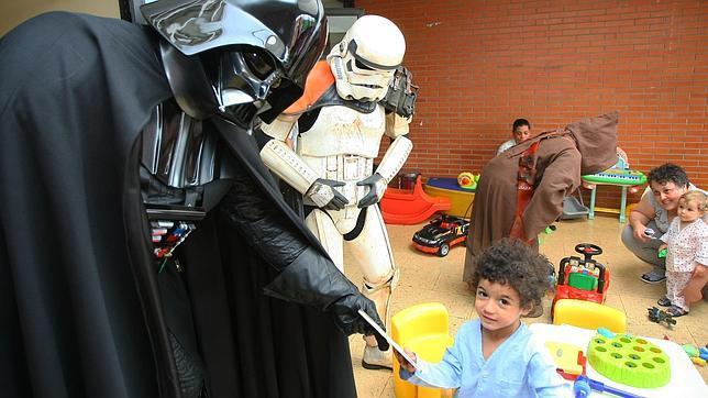 Visita de la Spanish Garrison de la Legión 501 de Star Wars a los niños del hospital El Bierzo de Ponferrada
