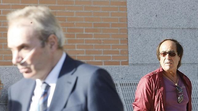 Jesús Neira y el padre de la agredida, Violeta Santander