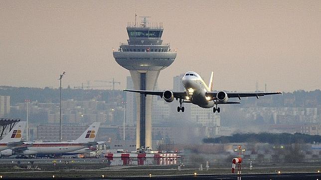 Resultado de imagen de barajas aeropuerto aviones