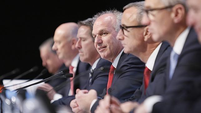 El presidente de Seat Jürgen Stackmann en el centro