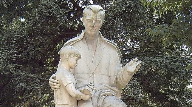 La estatua del nieto de Franco y otras curiosidades del parque del Oeste