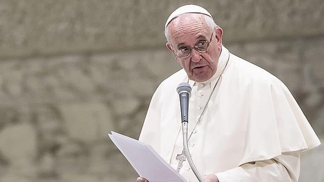 El Papa Francisco dice que las dos parroquias del Vaticano acogerán en estos días a dos familias de refugiados