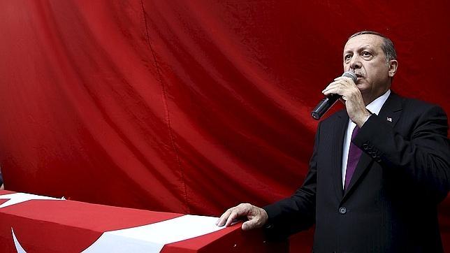 Erdogan en una ceremonia funeraria en Trebisonda, Turquía