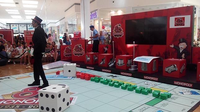 Instantánea del enorme tablero, a escala real, del popular Monopoly