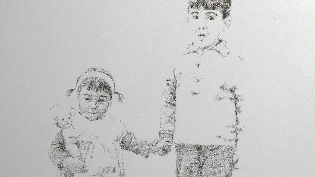 Detalle de «Encarnación y Antonio en el patio» (polvo adherido sobre cristal)
