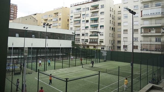 Las pistas de tenis del polideportivo Moscardó, en la calle Pilar de Zaragoza, en el distrito de Salamanca