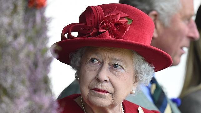 La Reina de Inglaterra en los juegos de Braemar