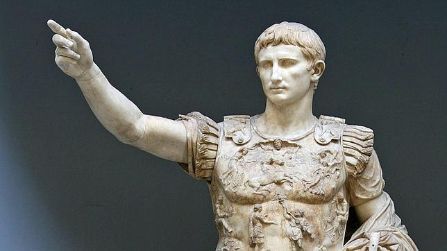Estatua de César Augusto en la Ciudad del Vaticano, Roma.