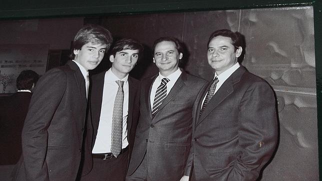 De izqierda a derecha: Gonzalo, Pablo, Sergio y Pedro, los cuatro hijos de Pedro Trapote, dueño de la chocolatería de San Ginés
