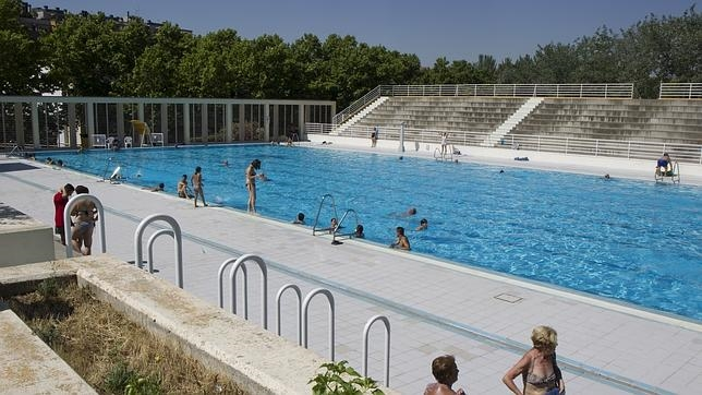 Las piscinas de madrid cierran con un 10 m s de usuarios for Piscina publica madrid