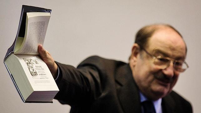 Umberto Eco y Rajoy coinciden en el uso del «usted», «de influencia española»