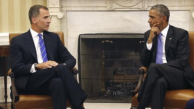 Don Felipe conversa con Barack Obama