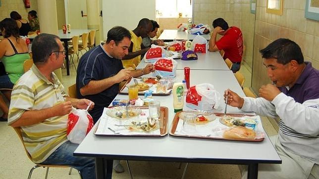 Comedor social para refugiados e inmigrantes en la calle Canarias de ...