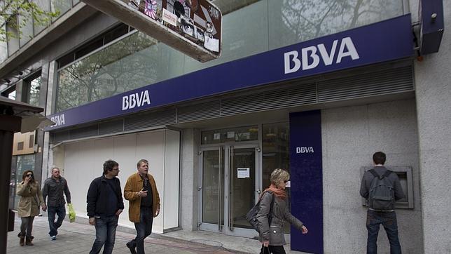 Bbva aplaza el cobro de comisi n de dos euros a no for Banco galicia busca cajeros