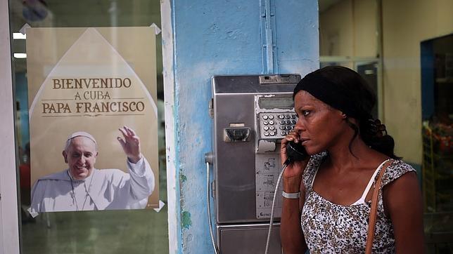EEUU - Cuba: Obama y Raúl Castro ponen fin a más de 50 años de enfrentamientos y sanciones. El fin del embargo en manos del Congreso estadounidense. - Página 2 Papa-cuba--644x362
