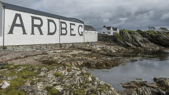 Destilería Ardbeg en Escocia