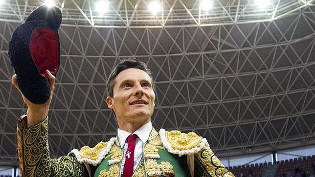 Diego Urdiales sale a hombros del coso de La Ribera