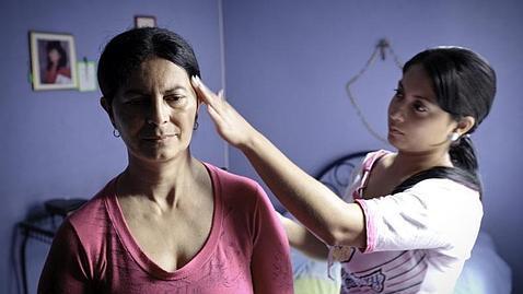 Una persona con alzhéimer familiar