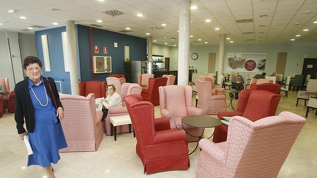 La Junta de Extremadura no renovará la ayuda de 300 euros a las mujeres de la comunidad mayores de 75 años