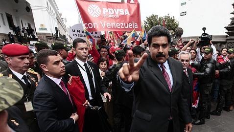 Juan Manuel Santos (i) y Nicolás Maduro