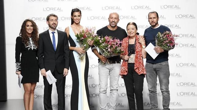 De izquierda a derecha, Malú, el responsable de Loreal, Joana Alves, Arnaud Maillard, Cuca Solano y Álvaro Castejón