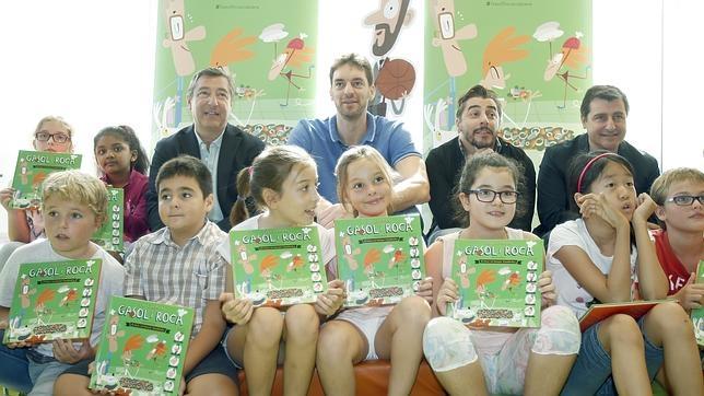 Pau gasol y los hermanos roca presentan un libro infantil for Hermanos roca biografia