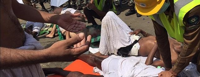 Los servicios de emergencia atienden a uno de los heridos