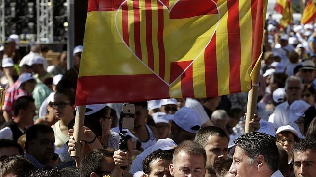 Más de un tercio se considera tan español como catalán