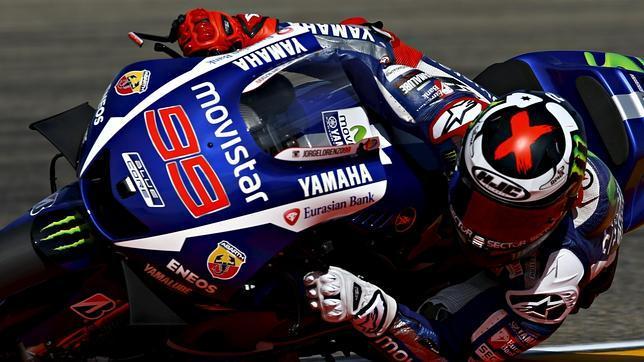 Lorenzo gana, Marquez se cae y Pedrosa bate a Rossi