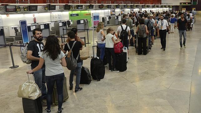 Operación salida de vacaciones en el aeropuerto Adolfo Suáresz Madrid Barajas