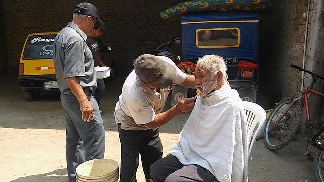 Foto del momento del afeitado