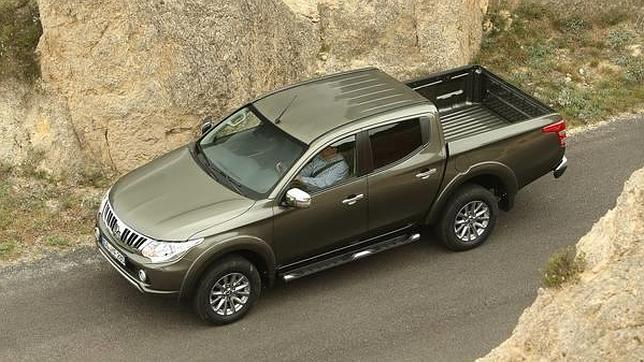 mitsubishi presenta su nuevo pick up l200. Black Bedroom Furniture Sets. Home Design Ideas