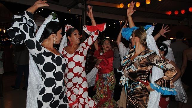 Bailaoras con trajes andaluces, en la inauguración del Mercado de San Miguel en Miami