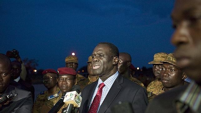 El presidente Kafando habla a la Prensa tras ser repuesto en el poder por los militares leales