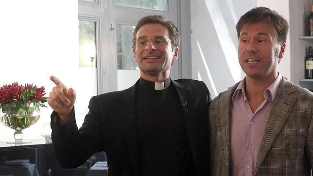 La salida de armario soberanista del sacerdote gay