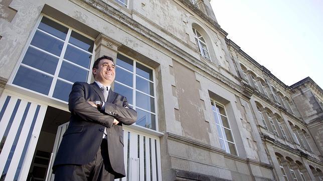 El conselleiro de Educación y Cultura, Román Rodríguez, en los exteriores de San Caetano