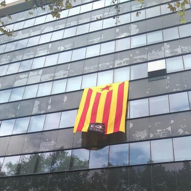 Imagen de la estelada en la Universidad de Valencia