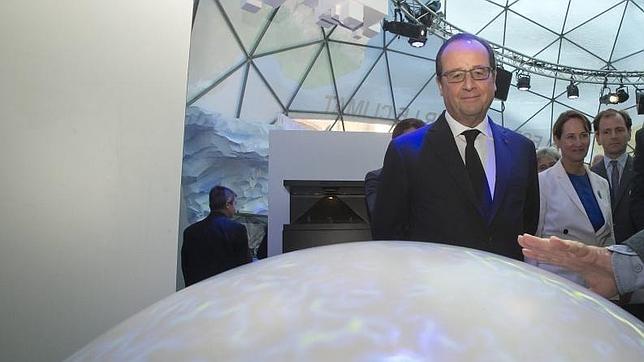 El presidente francés, François Hollande asiste a la ceremonia de inauguración de la Cumbre Mundial del Clima 2015 (COP21), en París