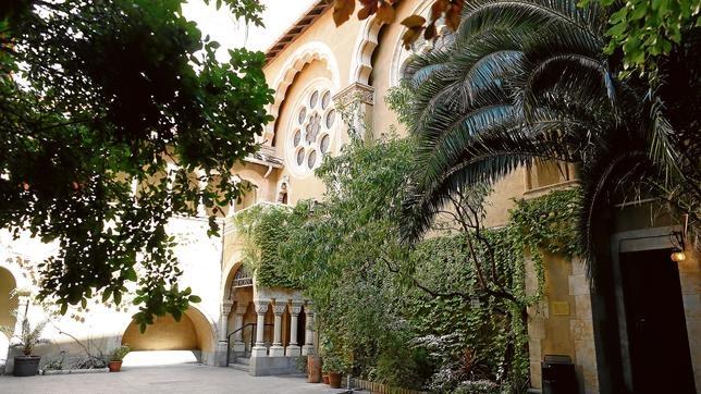Acceso a la capilla de este templo evangélico alemán situado en el paseo de la Castellana
