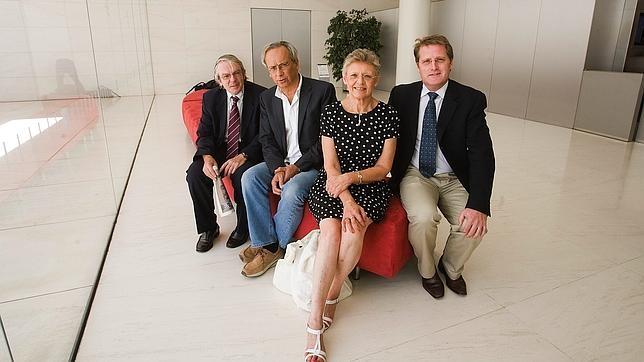 Fotografía de 2011 del equipo de investigadores de la vacuna terapéutica contra el SIDA, Bonaventura Clotet es el segundo por la izquierda