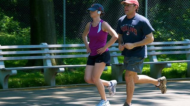 Una pareja haciendo jogging