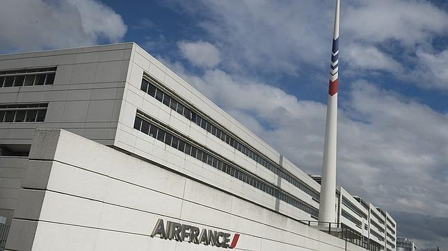 Air france podr a suprimir casi empleos en una for Oficinas de air europa en madrid