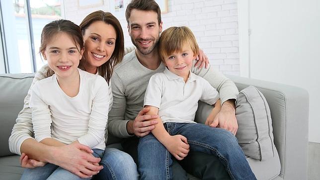 Las escasas prestaciones sociales que recibe la familia en España