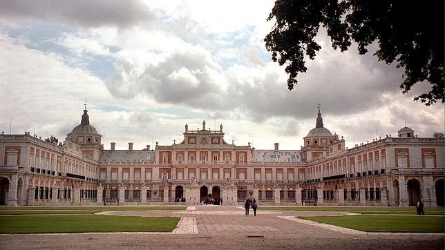 Cinco pueblos con encanto para disfrutar del oto o en madrid - Oficina de turismo de aranjuez ...