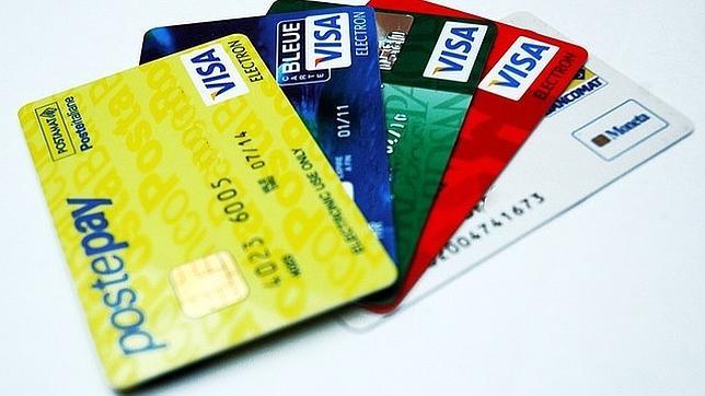El gasto de los consumidores con plásticos de crédito fue de 295 euros al mes en 2014
