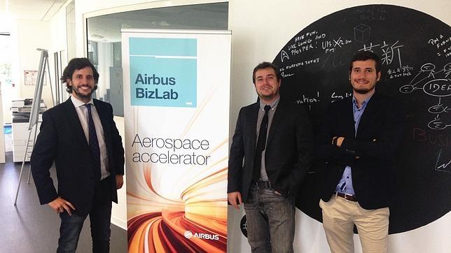 El equipo del único proyecto español en el «Airbus Bizlab»: (de izda a dcha) Nicolás Hornillos, Francisco Inglés y Mario Inglés
