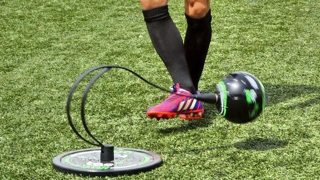 El invento de Xavi para mejorar el pase en el fútbol