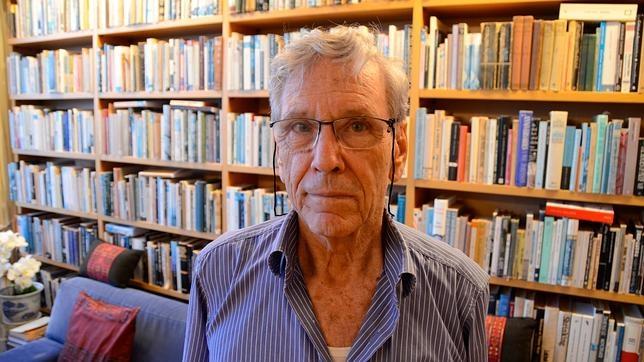 El escritor israelí Amos Oz, fotografiado en su casa de Tel Aviv poco después de la entrevista