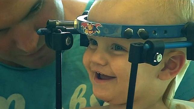 El milagro del bebé al que le han reimplantado la cabeza después de ser «decapitado»