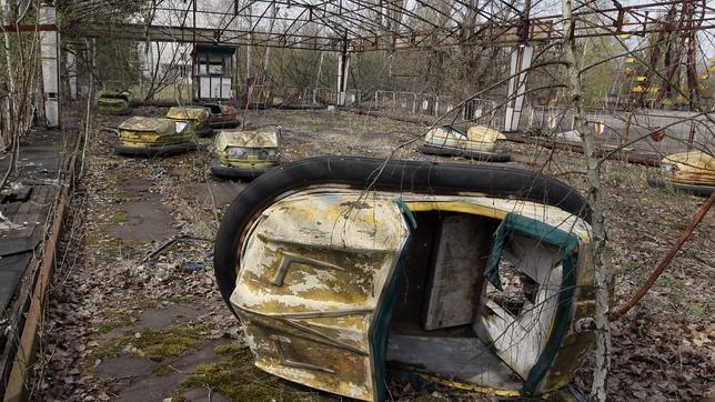 Svetlana Alexiévich logró en «Voces de Chernóbil» (en la imagen un parque de atracciones abandonado en Pripyat) que pusiéramos rostro y biografía al dolor de los demás